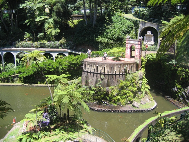 Monte Palace Tropical Gardens central lake