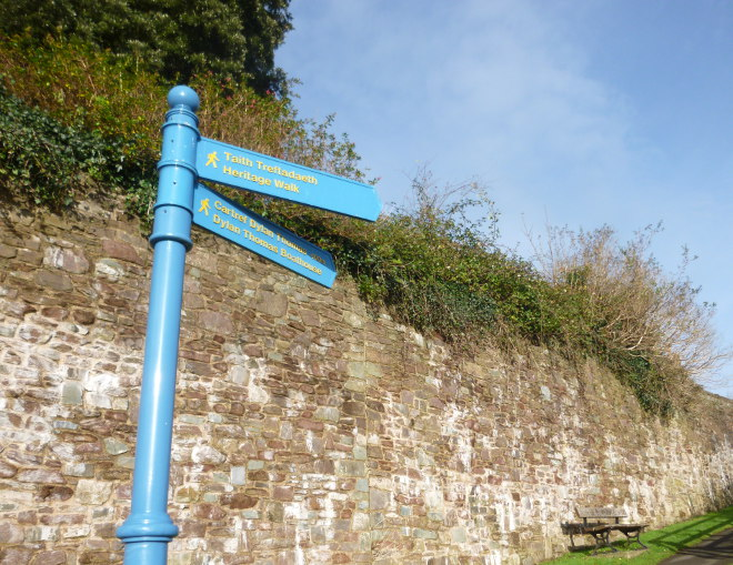 Laugharne signpost cr Judy Darley
