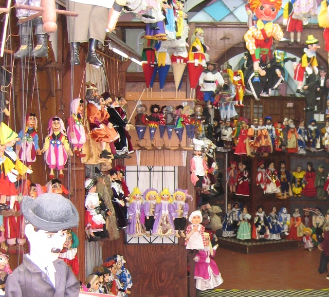 Marionette shop, Prague cr Judy Darley