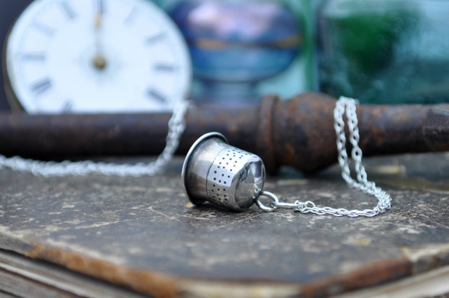 Thimble Kiss pendant1 by Gemma Atwell