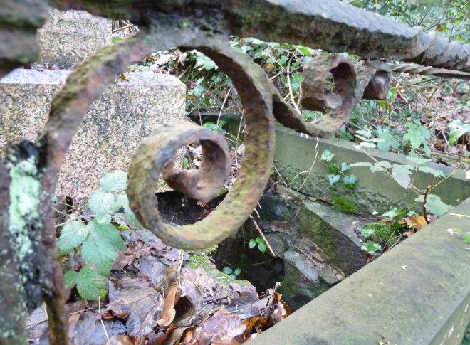 Arnos Vale sunken grave cr Judy Darley