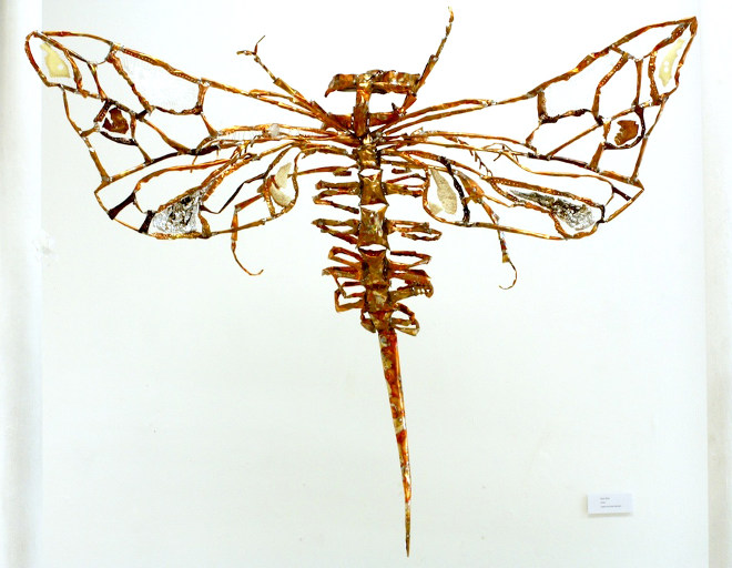 Wasp sculpture by Rosie McLay