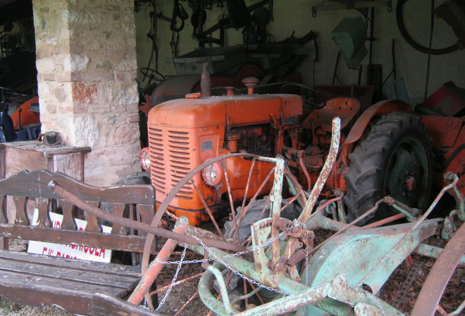 Solive Winery, tractor cr Judy Darley