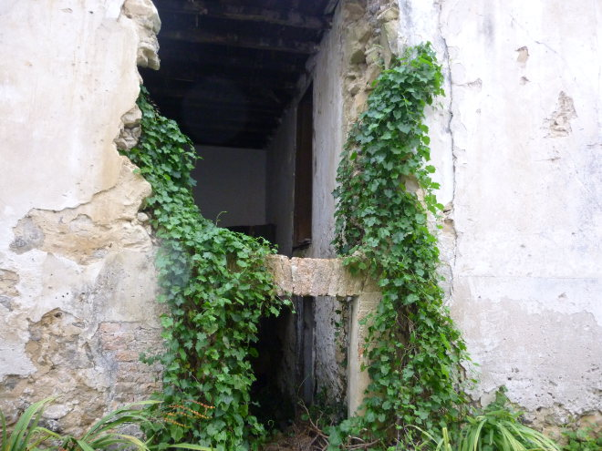 Ruin, Villahormes cr Judy Darley