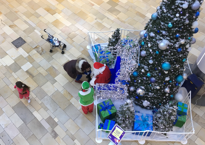 Mall Santa. Photo by Judy Darley